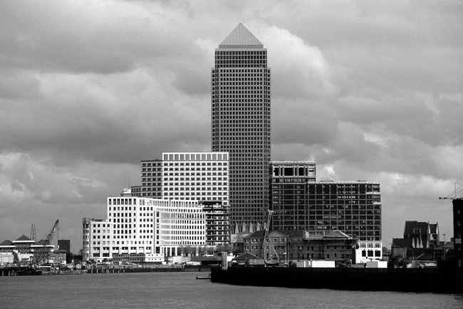 foto blick flu abw rts docklands skyline mit canary warf london schwarz weiss. Black Bedroom Furniture Sets. Home Design Ideas